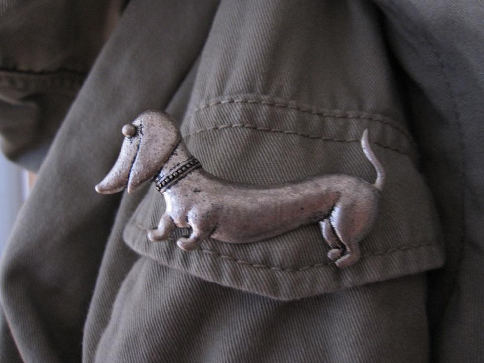 Gravhund broche